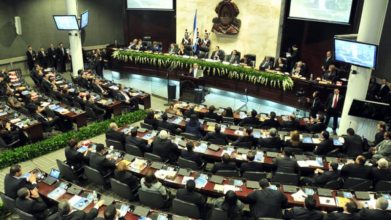 Honduras – Corruption : Un juge ordonne l'arrestation de 38 parlementaires et fonctionnaires