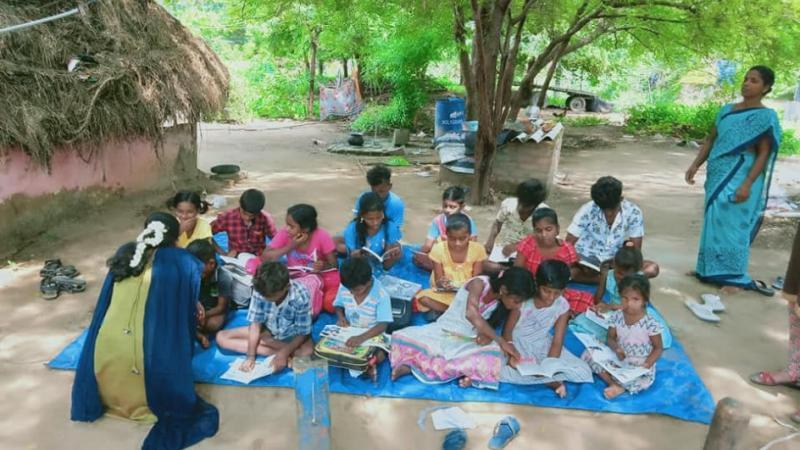 Dans les villages d'Inde, des bibliothèques mobiles, y compris en poussettes