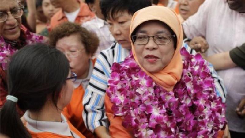 Singapour : une musulmane devient la première femme présidente