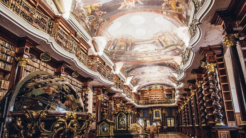 La plus belle bibliothèque du monde se trouve à Prague, en République Tchèque.