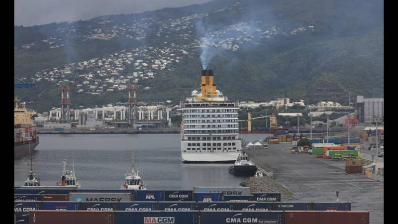 VIDEO & PHOTOS - Costa Mediterranea au Port : les badauds inquiets