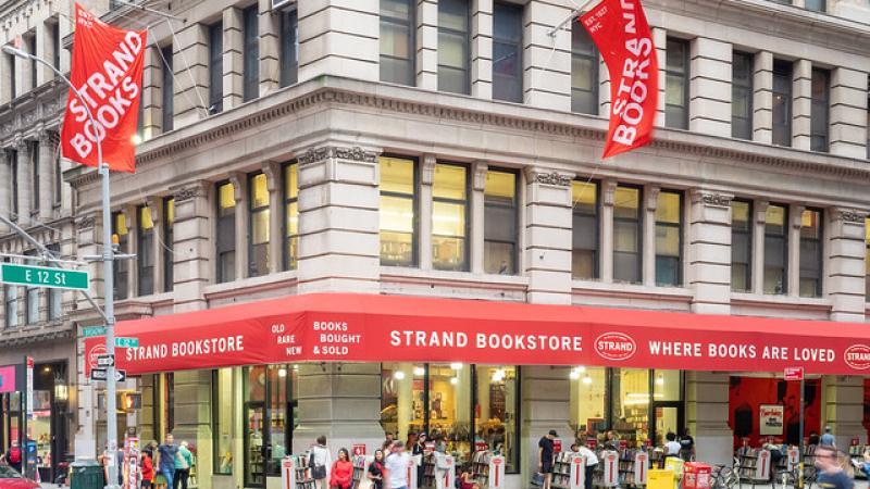La propriétaire de Strand, librairie sauvée par ses clients, investit chez Amazon
