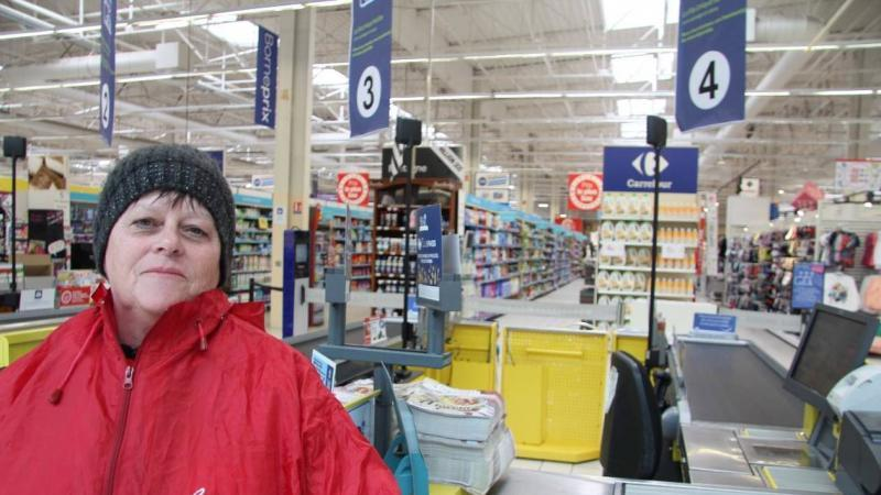 Viviane, caissière gréviste à Carrefour: « Je gagne 950€, pour 30 heures par semaine »