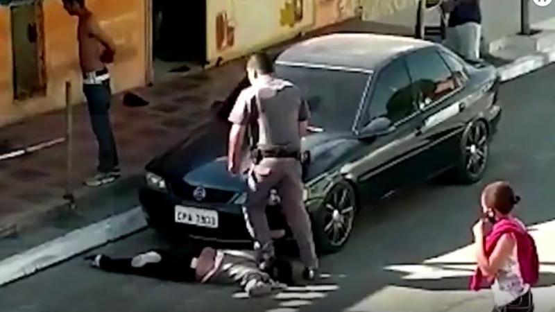 Les images d'une femme noire piétinée par un policier choquent le Brésil