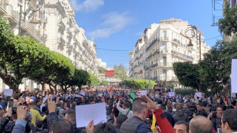 Algérie, tu es belle comme un 22 février, tu seras libre comme un 1er mars