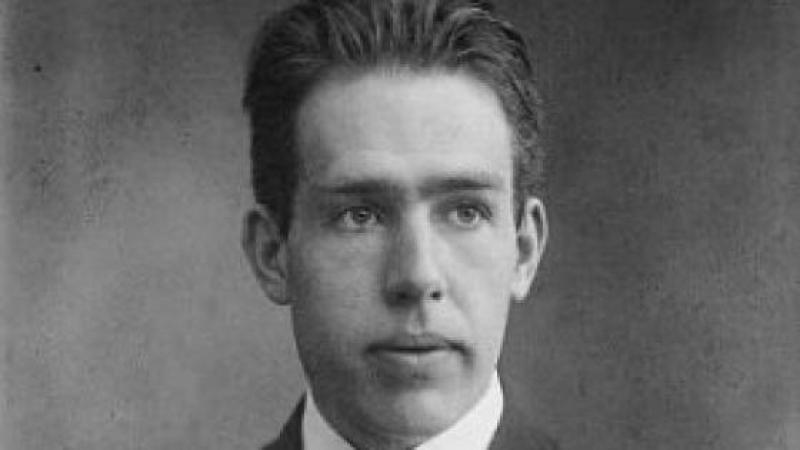 50 ans après sa mort, Niels Bohr, le plus grand génie de la physique quantique