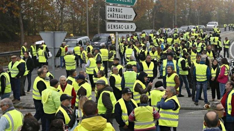 Des gilets jaunes au(x) gants noirs: égalité, justice, dignité ou rien!