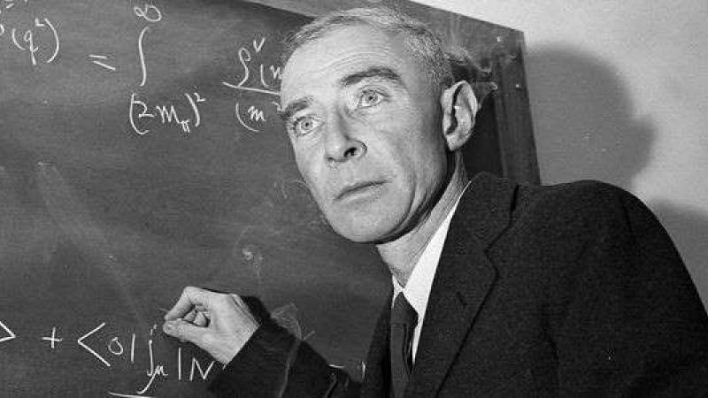 Robert Oppenheimer : les deux visages du père de la bombe atomique