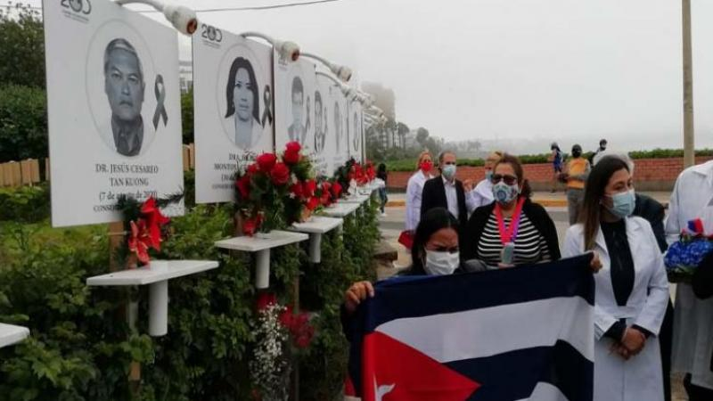 Médicos cubanos regresan de Perú tras seis meses de colaboración
