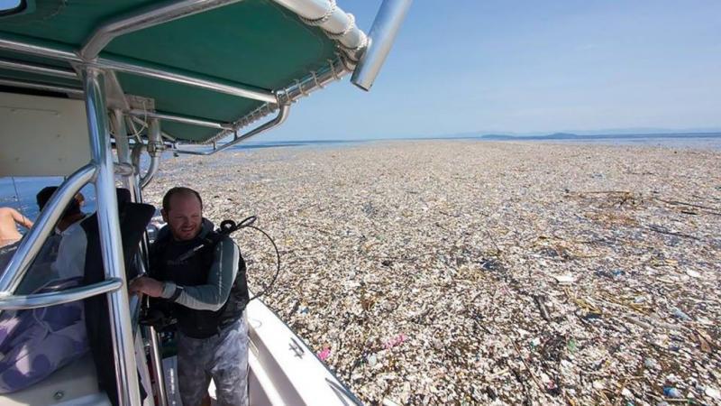 Des photographies inquiétantes des Caraïbes montrent une mer de plastique et de polystyrène