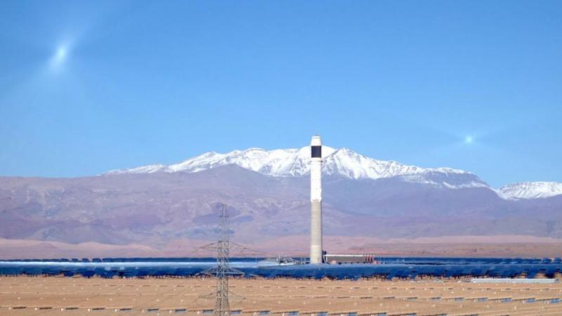 A Ouarzazate, la tour Noor 3 : l'usine solaire aux deux lunes