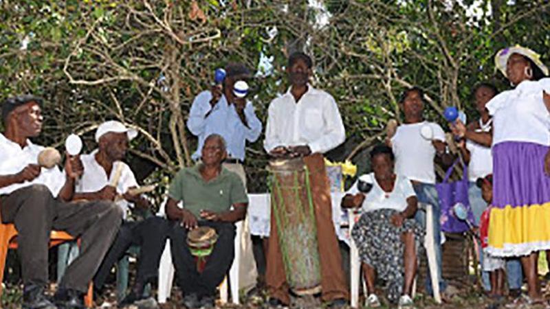 Hacia la recuperación de una memoria de resistencia afrocaribeñaa partir de los relatos de abuelas, madres e hijas de la comunidad Los Mercedes, República Dominicana