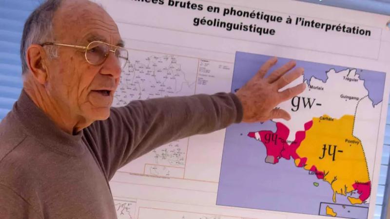 E brezhoneg : le linguiste Jean Le Dû est décédé