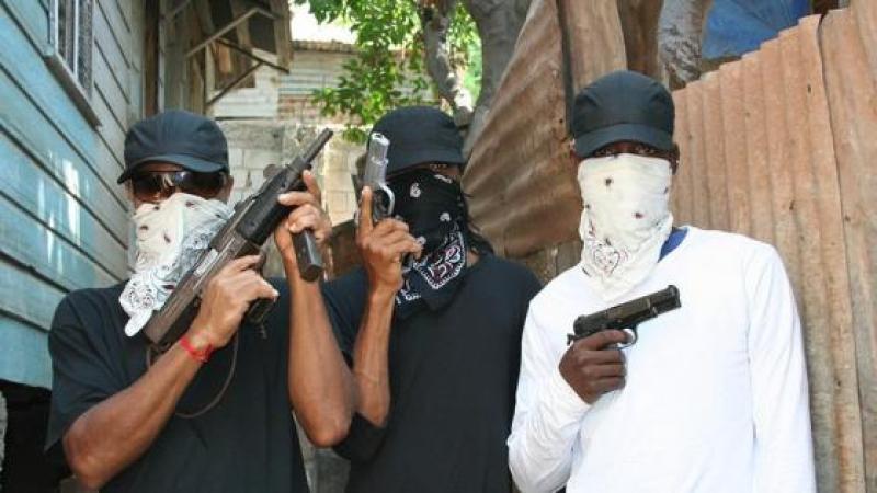 """Ils paradent avec leur """"crew"""" (gang) !"""