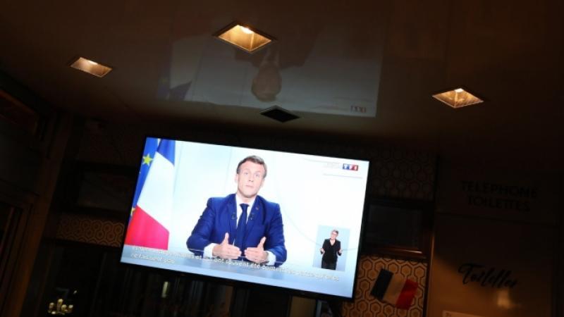 Emmanuel Macron ferme les librairies et les bibliothèques