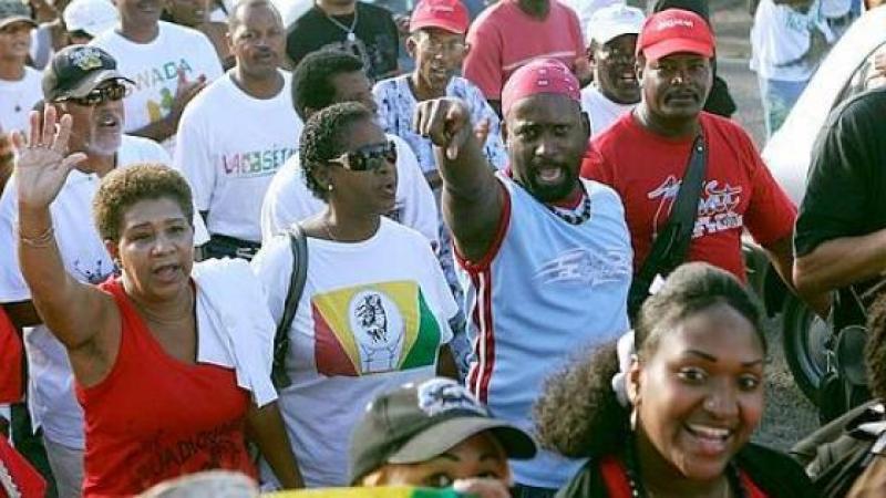 Antilles françaises. Crise sociale et controverse raciale