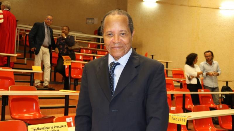 A propos des nouveaux statuts de l' Université des Antilles