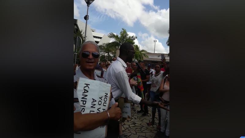 """Marche du Comité """"Vigilance Anti-Corruption"""" contre le retour des mafieux du CEREGMIA"""