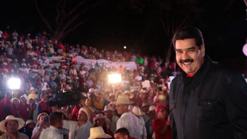 ¡Ni golpismo, ni intervencionismo! - ¡Reconocimiento de Nicolás Maduro como presidente legítimo de Venezuela!