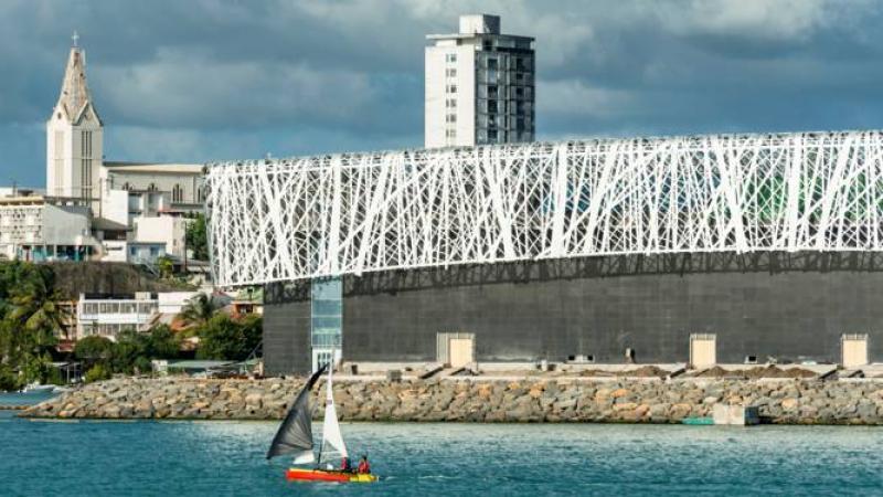 Antilles, Réunion, Guyane... des milliards d'investissements gaspillés dans des projets hasardeux