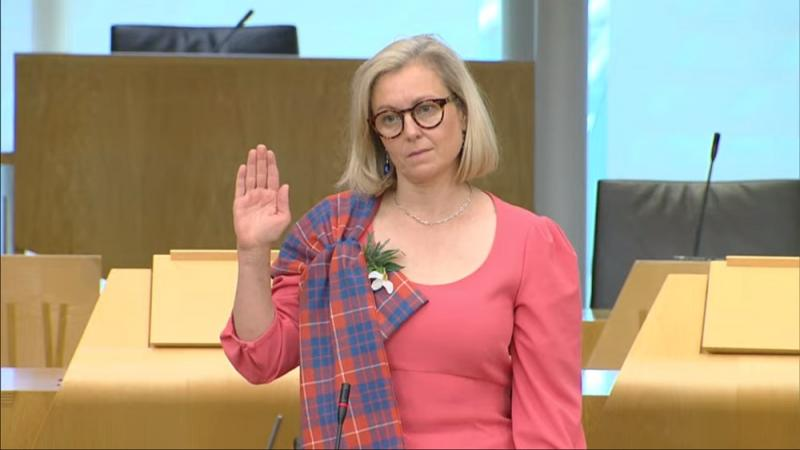 Member of the Scottish Parliament takes oath of allegiance in Welsh