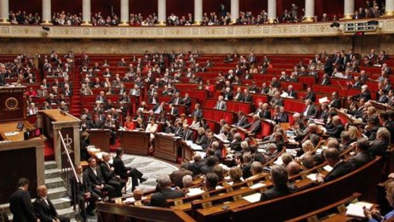 Les sénateurs contribuent à hauteur de...25 euros par mois à la Contribution au Remboursement de la Dette Sociale (C.R.D.S)