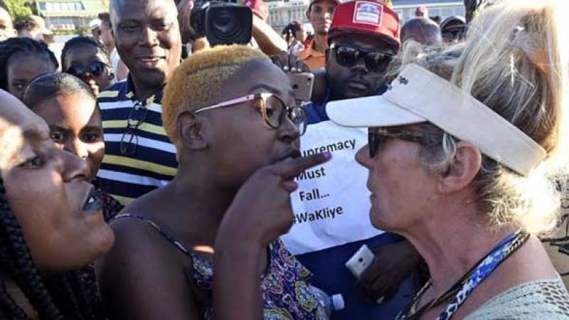 Cape Town: des baigneurs noirs chassés d'une plage