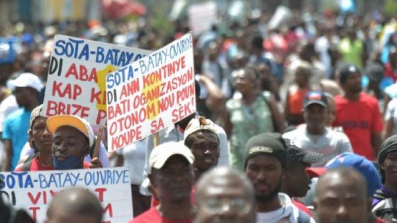 Haïti: les ouvriers des usines textiles réclament un meilleur salaire