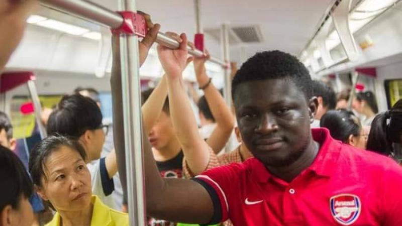 Une Chinoise et un Africain font connaissance en Europe