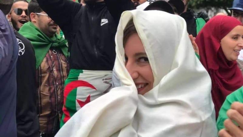 Fanm ka lévé-doubout pou blijé Bouteflika bat dèyè