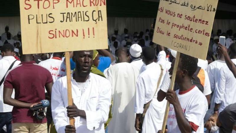 Des milliers de Sénégalais manifestent contre les caricatures de Mahomet