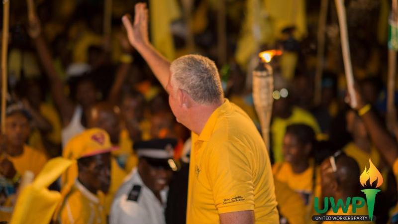 Allen Chastanet appelle Philip Pierre pour le féliciter après sa victoire