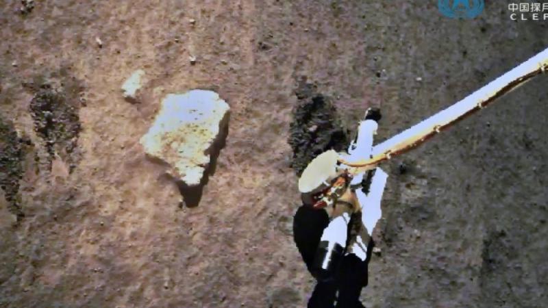 Lune : la sonde chinoise a achevé son prélèvement d'échantillons
