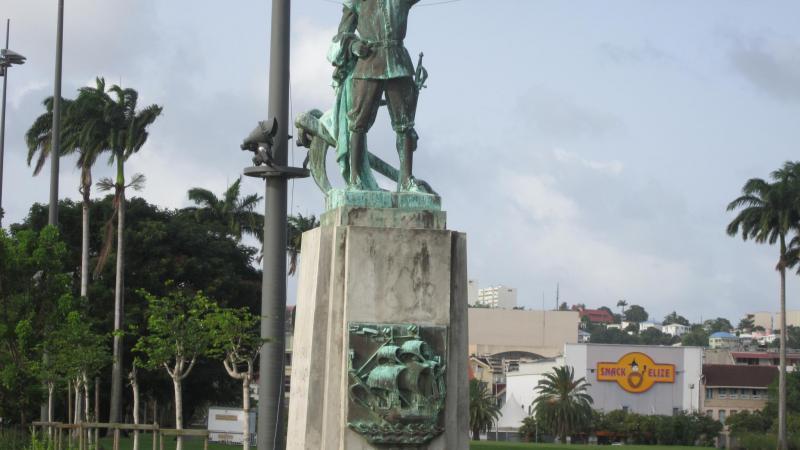 Le PPM fait un grand pas vers l'autonomie : la statue de D'Esnambuc sera ôtée