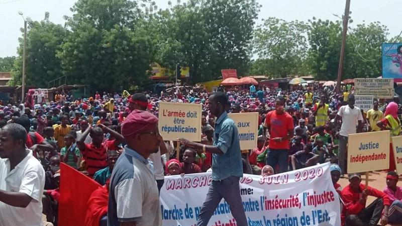 Au Burkina Faso, un «génocide» contre la communauté peule est-il en cours?