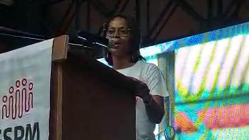"""Meeting du """"Gran Sanblé pou Matinik"""" à Rivière-Pilote : intervention de Margaret Tanger (Martinique-Ecologie)"""