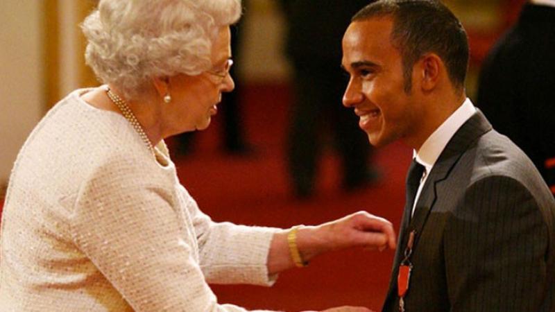 Hamilton anobli : « Des héros méconnus le méritent plus que moi »