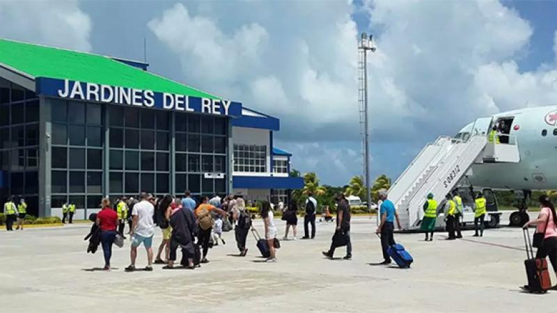 Cuba reanuda operaciones con turoperador canadiense luego de reapertura al turismo internacional