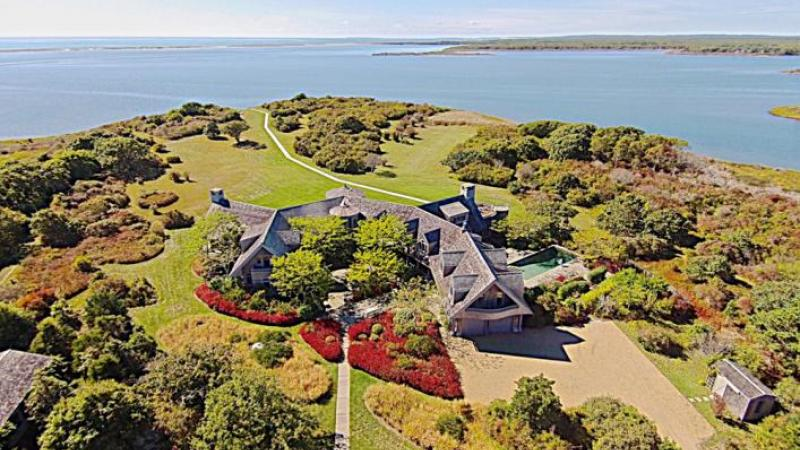 Obama home is situated on Turkeyland Cove.