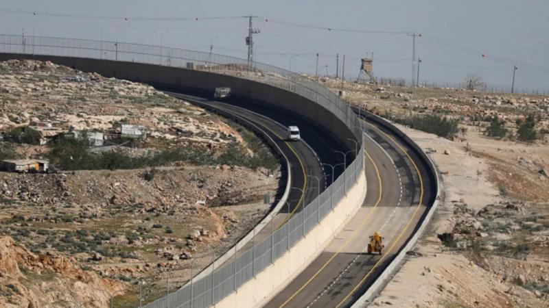 """Israël inaugure la """"route de l'apartheid"""" au nord de Jérusalem"""