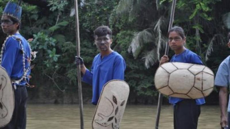 AU CŒUR DE L'AMAZONIE, UNE COMMUNAUTE INDIGENE RESISTE AUX MULTINATIONALES PETROLIERES