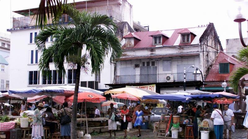 En Martinique et Guadeloupe, la pauvreté explose