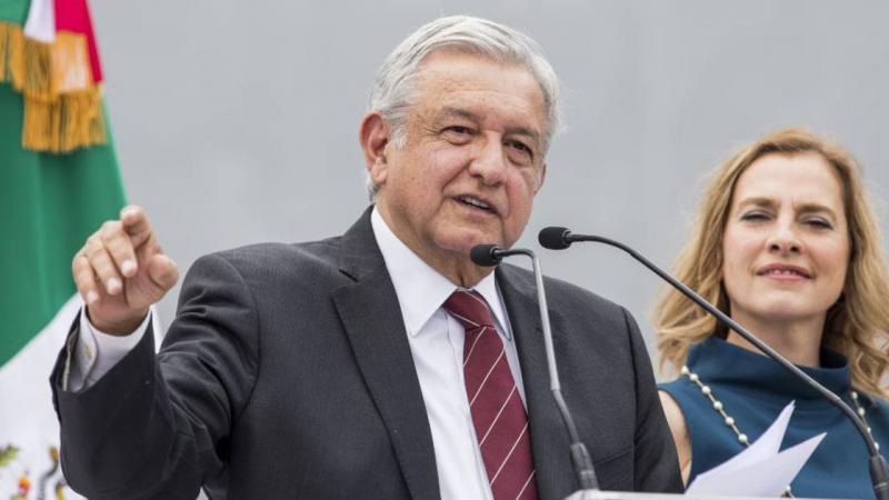 Au Mexique, le nouveau président divise son salaire par deux et vend son avion